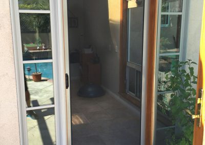 Single Retractable Screen Door