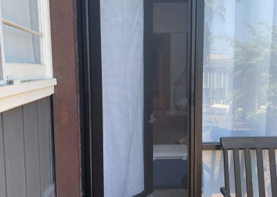 Single Retractable Door (Black)